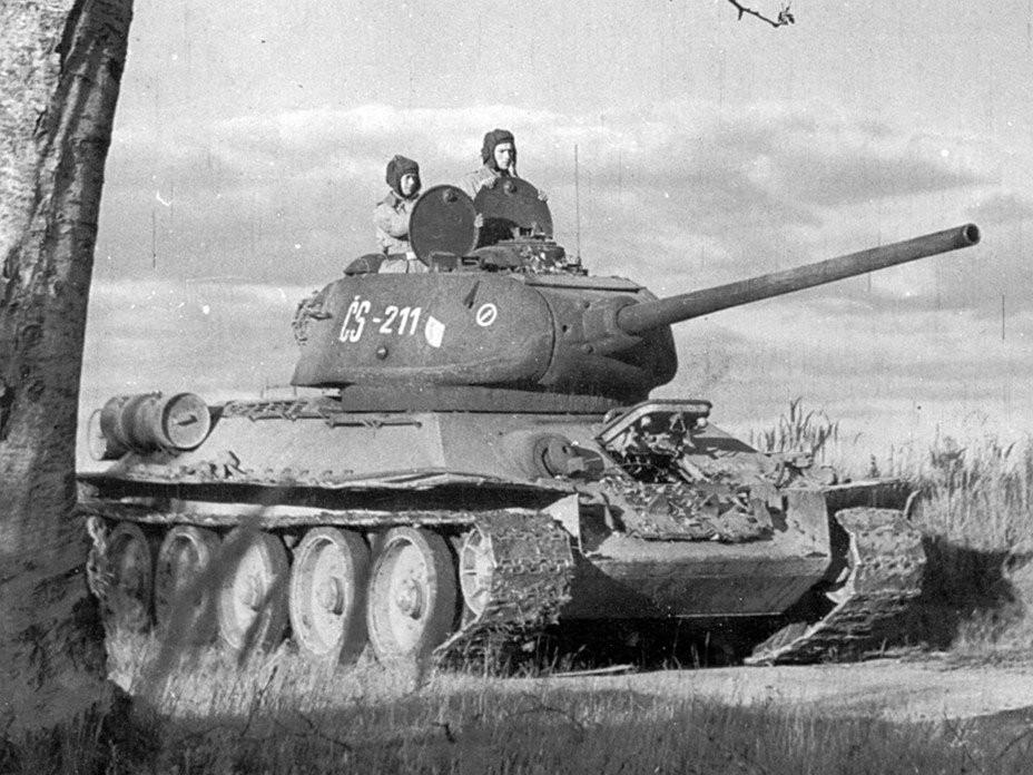 Czech T 34/85