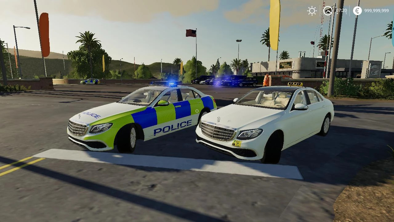 MERCEDES SEDAN HYBRID UK POLICE / TAXI